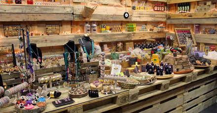 MARKET&Co. Pop Up Store by GIVEME5.es: Oficinas y Tiendas de estilo  de GIVEME5.es