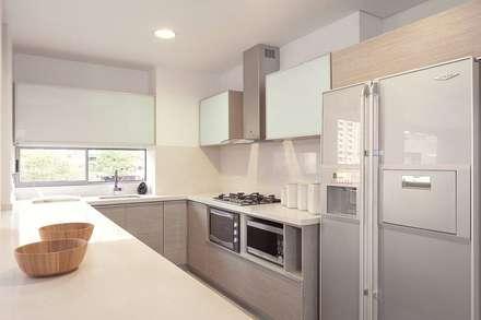: Cocinas de estilo moderno por Ambientes Visuales S.A.S