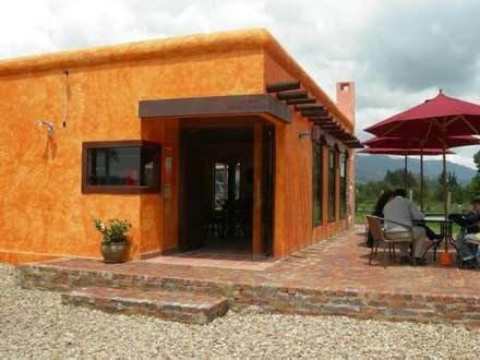 : Locales gastronómicos de estilo  por LAB.au - Laboratorio de Arquitectura y Diseño