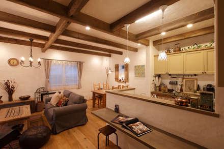 「シンプル・かわいい・おしゃれ」手の届くアンティークな暮らし: アンティークな新築住宅 ラフェルムが手掛けたリビングです。