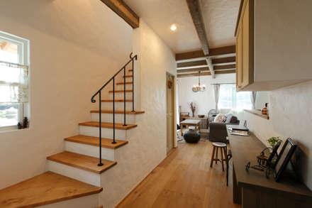 「シンプル・かわいい・おしゃれ」手の届くアンティークな暮らし: アンティークな新築住宅 ラフェルムが手掛けた廊下 & 玄関です。