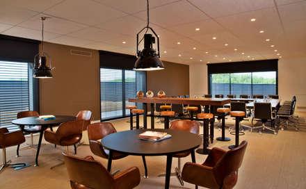 Pool Bar: Centros de congressos  por Pureza Magalhães, Arquitectura e Design de Interiores