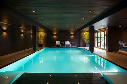 Villa in 't Gooi: modern Zwembad door Designa Interieur & Architectuur BNA