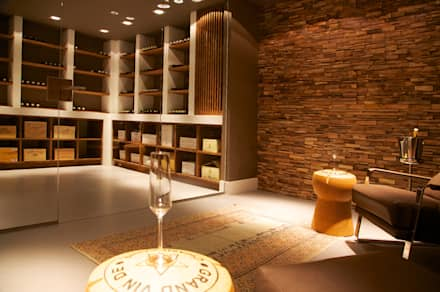 modern Wine cellar by Designa Interieur & Architectuur BNA