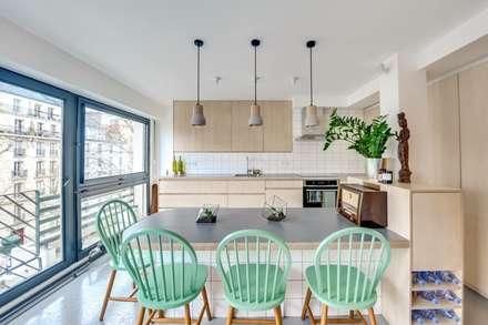 Paris 11: Salle à manger de style de style Scandinave par blackStones