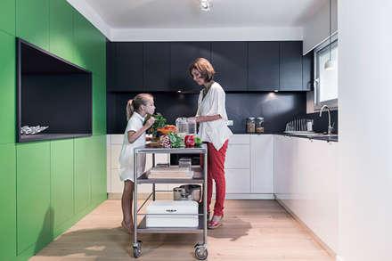 A ROOM WITH A VIEW: Cuisine de style de style Moderne par decodheure