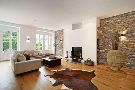 Gestaltungskonzept für ein Einfamilienhaus in einem Gutshof : landhausstil Wohnzimmer von Innendesigner Kemper & Düchting GmbH