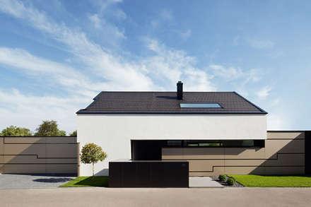 GOLDEN GATE: moderne Häuser von LEE+MIR