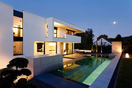 CASA MURANO: Moderne Häuser Von LEE+MIR