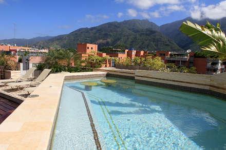 modern Pool by Arq Renny Molina
