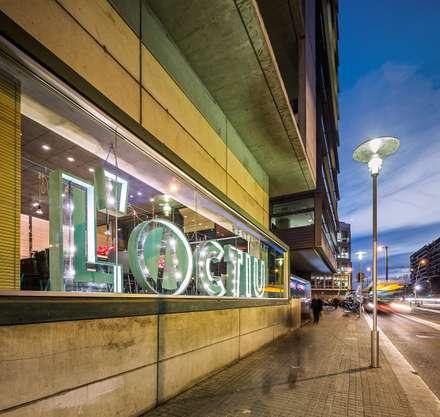 L'ACTIU Restaurant: Terrazas de estilo  de LOCA Studio