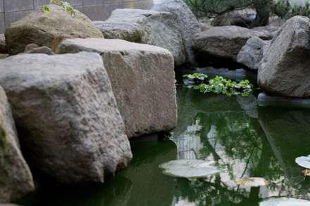 鎌倉市 T邸: 植徳が手掛けた庭です。