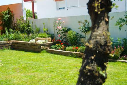 Jardín Rústico con toque chic en Extremadura: Jardines de estilo mediterráneo de Landscapers