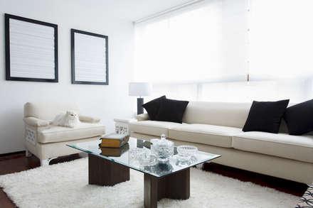 Departamento Doig: Salas de estilo moderno por Oneto/Sousa Arquitectura Interior