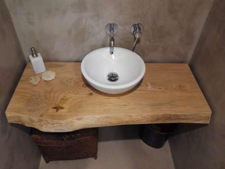 Artesanía en el baño: Baños de estilo mediterráneo de Gramona Interiors