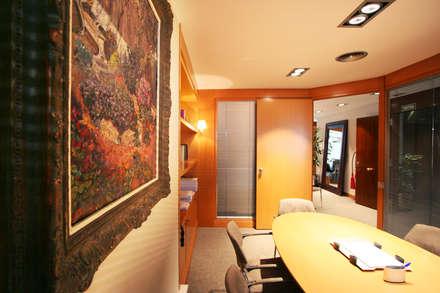Sala de reuniones: Oficinas y Tiendas de estilo  de Gramona Interiors