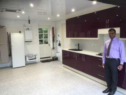 Mr Shah was delighted with this GarageTek transformation of his garage: classic Garage/shed by Garageflex