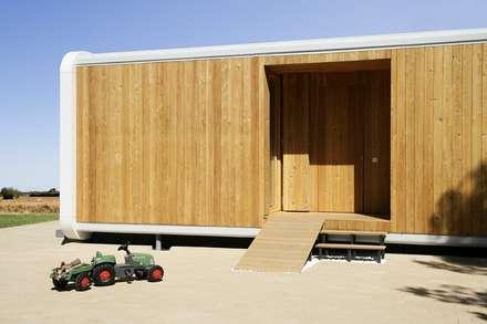 Casa Eliana (NOEM): Casas de estilo moderno de NOEM