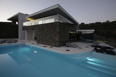 สระว่ายน้ำ by MHPROJECT
