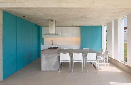 Casa Maple: Comedores de estilo moderno por Martin Dulanto