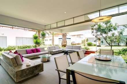 Casa Seta: Comedores de estilo moderno por Martin Dulanto