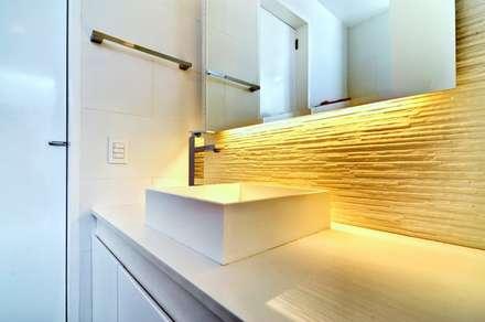 Casa Seta: Baños de estilo moderno por Martin Dulanto