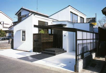フラットハウス: 株式会社横山浩介建築設計事務所が手掛けた家です。