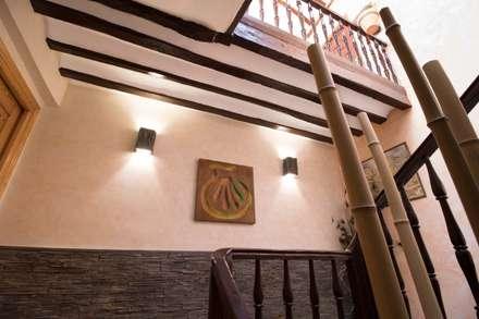 Decoración de alojamiento rural: Hoteles de estilo  de Narai Decor