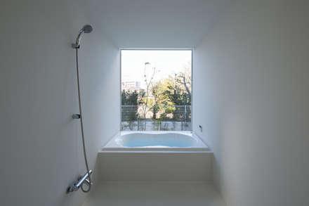 川口の白い家: SHSTTが手掛けた浴室です。