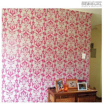 Mural Sala de Estar: Salas multimedias de estilo  por Estudio Desigual