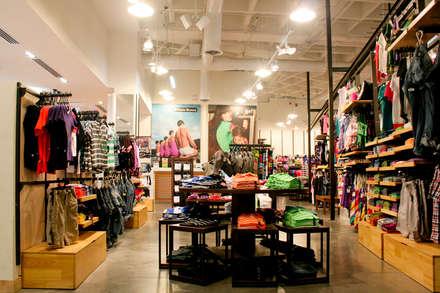 PROYECTO MOBILIARIO COMERCIAL. ALMATEX: Centros comerciales de estilo  por La Carpinteria - Mobiliario Comercial