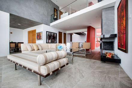 Sala: Salas / recibidores de estilo moderno por Carughi Studio