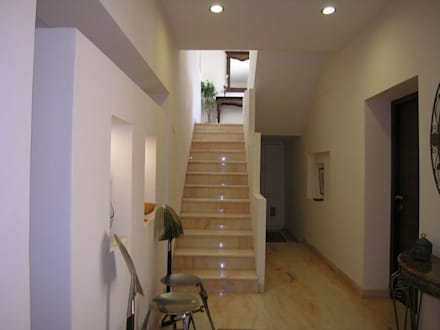 Staircase:  Corridor & hallway by Ansari Architects
