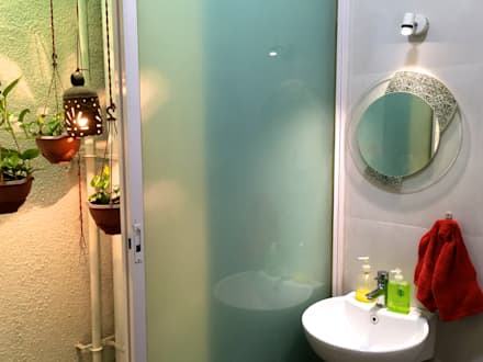 Bungalow in Bhuj: eclectic Bathroom by Design Kkarma (India)