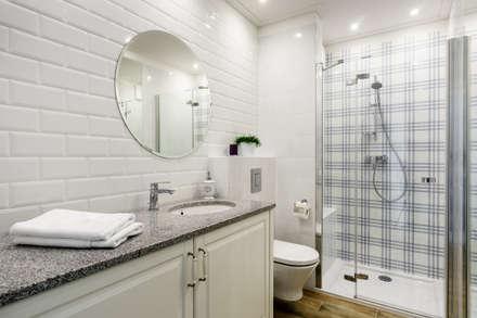 Apartament prowansalski – Aviator – Gdańsk : styl , w kategorii Łazienka zaprojektowany przez Anna Serafin Architektura Wnętrz