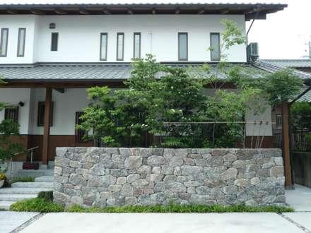 八帖北町の庭: 鈴木庭苑が手掛けた庭です。