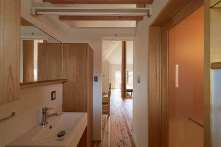 ©satoshi asakawa: 大松俊紀アトリエが手掛けた浴室です。