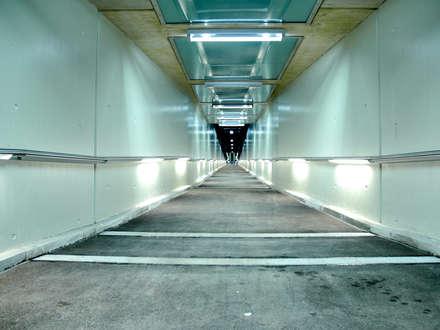 S-Bahn Handlaufbeleuchtung Untermenzing Deutschland / Customized Handrail stainless:  Bürogebäude von betec Licht AG