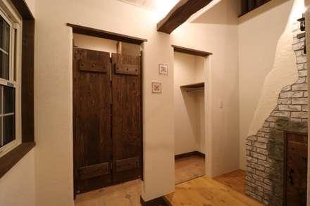■ French Country Style・フレンチカントリースタイル: 株式会社アートカフェが手掛けた玄関/廊下/階段です。