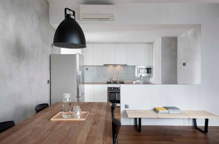 FORESQUE RESIDENCES: scandinavian Kitchen by Eightytwo Pte Ltd