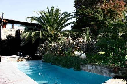 JARDIN DOMESTICO EN MONTE LOURIDO 2006: Jardines de estilo moderno de RUTH GUNDÍN VILLAR