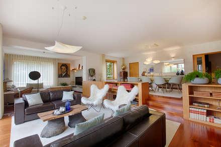 eclectic Living room by SHI Studio, Sheila Moura Azevedo Interior Design
