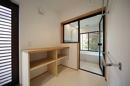 長配の家: 加門建築設計室が手掛けた浴室です。