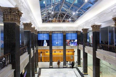 Iluminación edificio público : Estudios y despachos de estilo ecléctico de Taralux Iluminación, S.L.