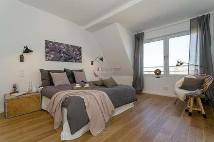 Home Staging desSchlafzimmers: industriale Schlafzimmer von staged homes