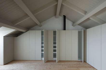 Ruang Ganti by Marta Campos - Arquitectura, Reabilitação e Eficiência Energética
