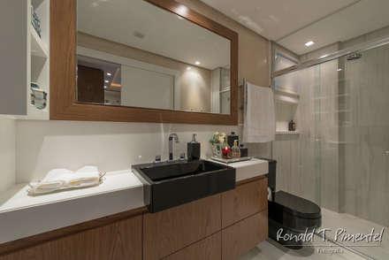 Banheiro rapaz: Banheiros modernos por Priscila Koch Arquitetura + Interiores