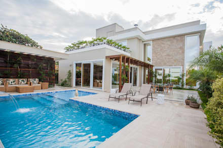 modern Houses by Heloisa Titan Arquitetura