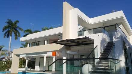Perspectiva fachada posterior.: Casas de estilo moderno por Camilo Pulido Arquitectos