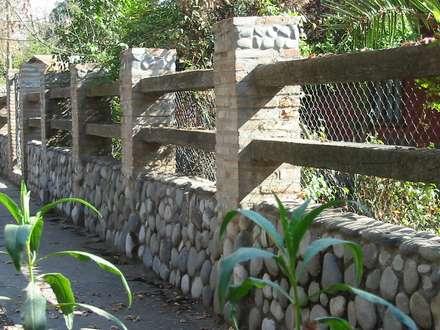 CASA CERECEDA: Paredes y pisos de estilo colonial por ALIWEN arquitectura & construcción sustentable